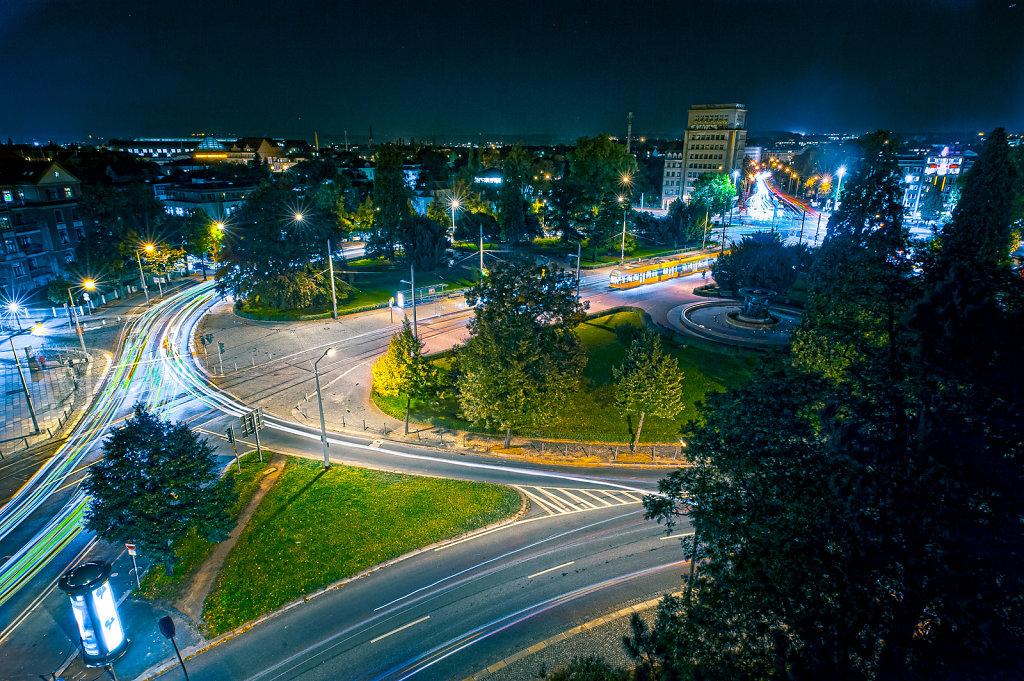 Albertplatz-Nacht.jpg